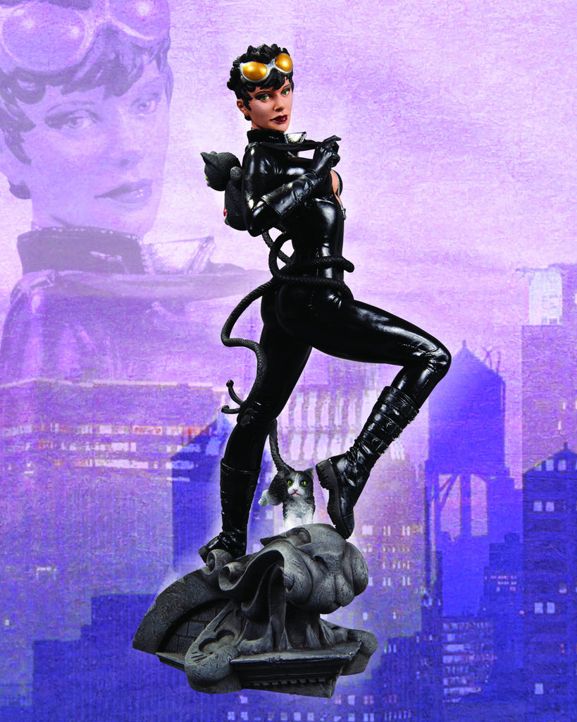 DC Comics Cover Girls – Catwoman Full-Size Statue