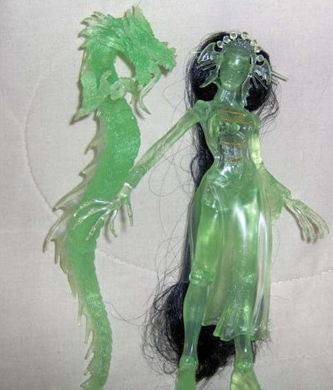 "Dark Alliance Series 1 – Jade (Variant ""Emerald Empire"" Translucent Version) 7"" Figure (SDCC 2001 Exclusive)"