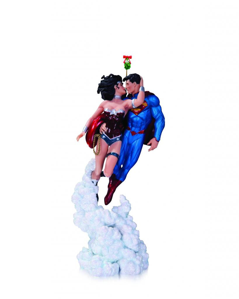 Superman & Wonder Woman – Holiday Kiss Mini Statue