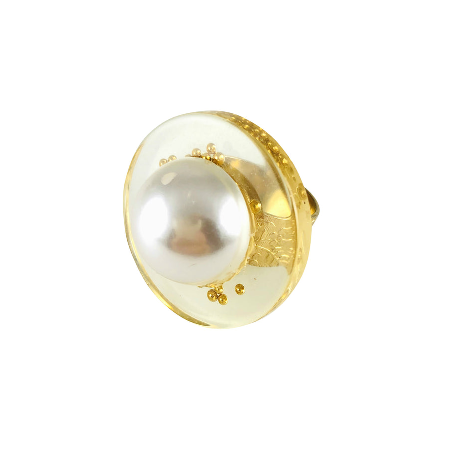 MizDragonfly Jewerly Vintage Lucite Pearl Juno Gold Band Ring Front