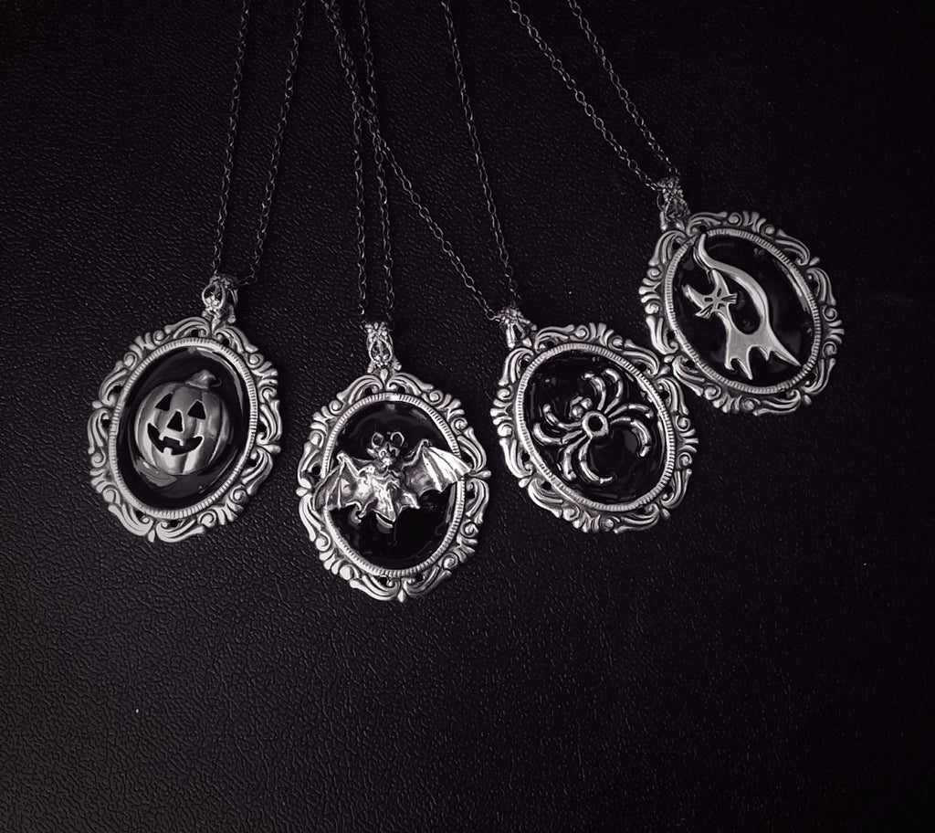 Black Halloween Necklace - Aranwen's Jewelry  - 1