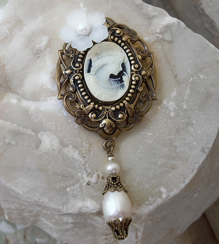 Brass Brooch with White Cameo and Pearls - Aranwen's Jewelry  - 3