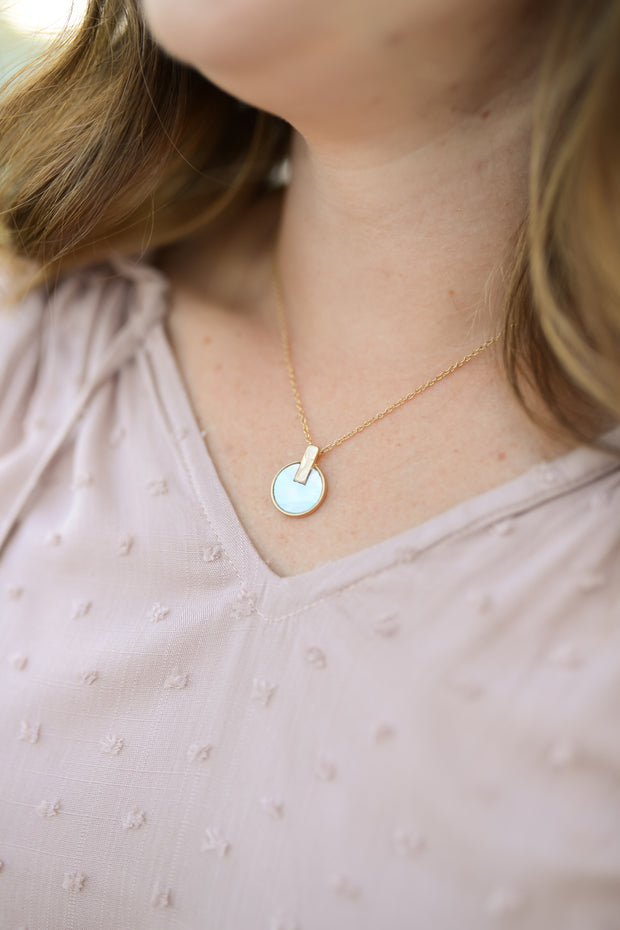 Mother of Pearl Shell Pendant Necklace