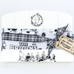 MAW BROONS RECIPE STAND AND TOWEL SET - scotlandsgiftstore.co.uk