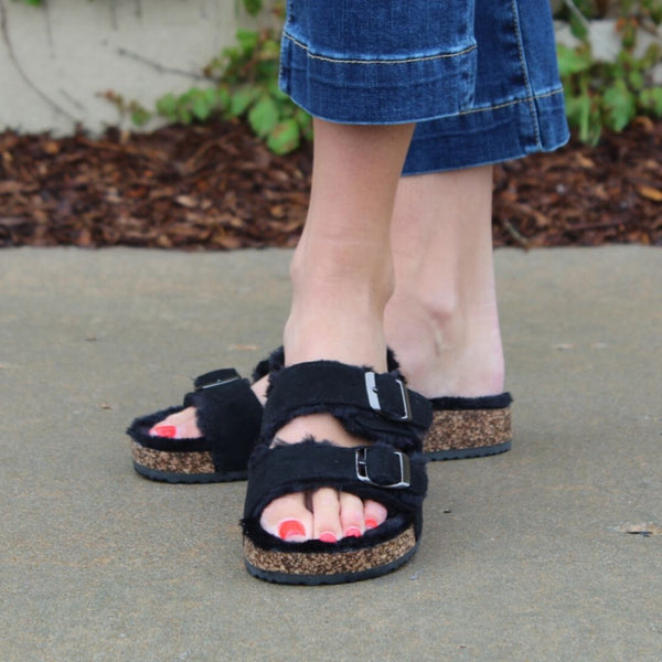 Forever Benefit Black Furry Sandal