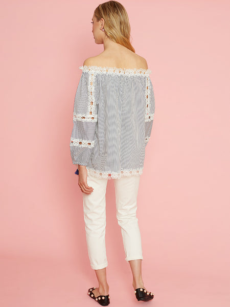 Dahlia Antoinette White Cropped Jeans with Patches and Frayed Details