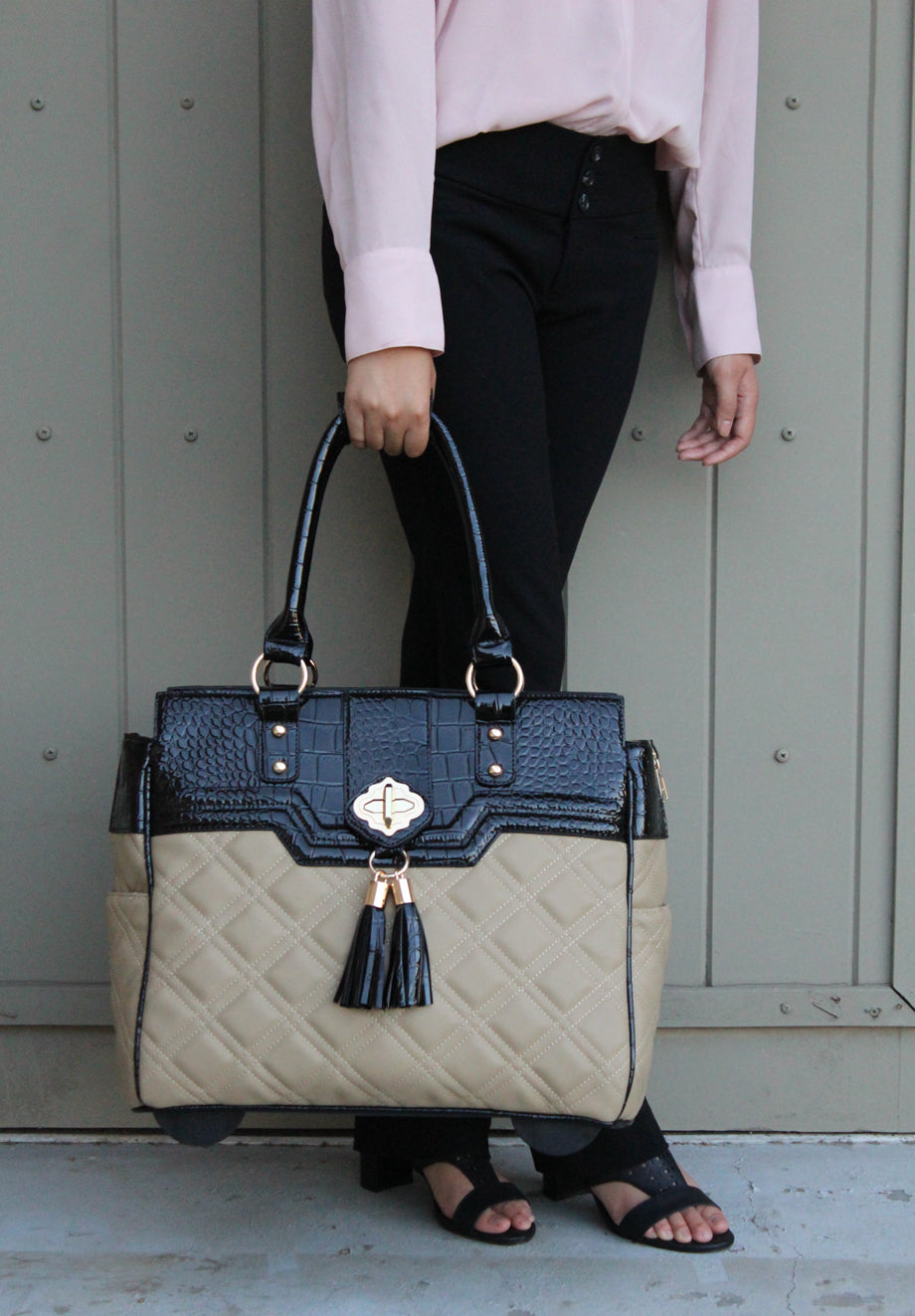 """THE MONTECARLO"" Quilted Alligator Rolling Laptop Carryall Trolley Bag"