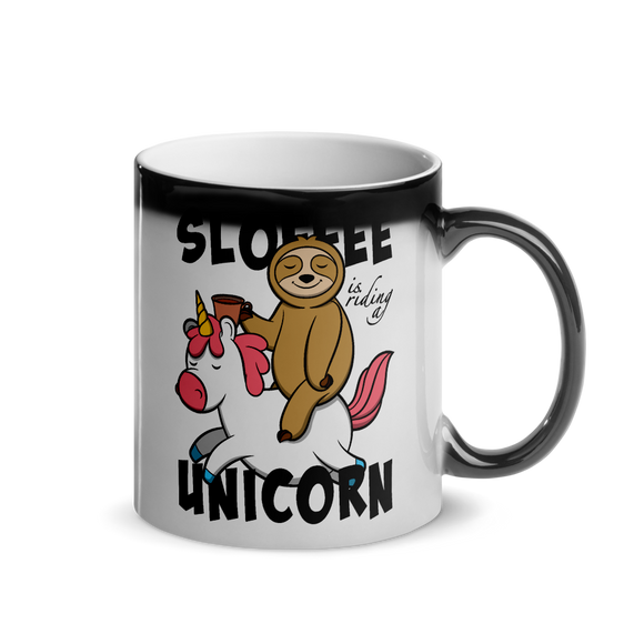 Sloffee Is Riding a Unicorn | Glänzende Wärmetasse Lustiger Spruch