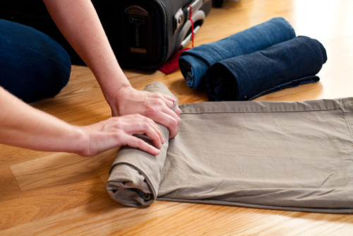 rolling clothes tips for packing smart