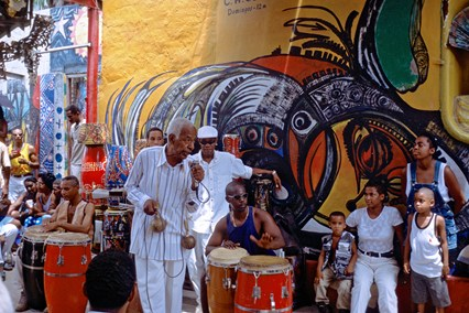 Rhumba-band-Callejon-de-Hamel-havana-cuba-3march14-alamy_426x284