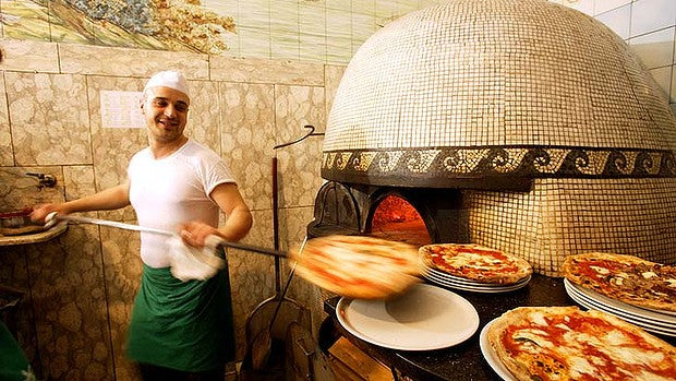 art-Naples-Pizza-620x349