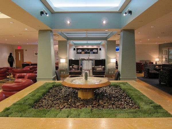 british-airways-terraces-lounge-JFK-fountain