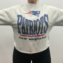Load image into Gallery viewer, Vintage 1994 New England Patriots Salem Sports Crew - M