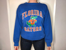 Load image into Gallery viewer, U of Florida Gators Crew - M - Rad Max Vintage