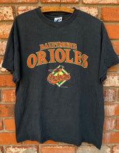 Load image into Gallery viewer, Vintage 2004 Baltimore Orioles Baseball Diamond TSHIRT - L