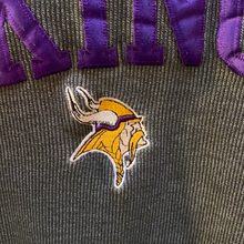 Load image into Gallery viewer, Vintage 1990s Minnesota Vikings Pro Player Crew - XL