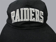 Load image into Gallery viewer, L.A. RAIDERS STARTER 90'S SNAPBACK CAP