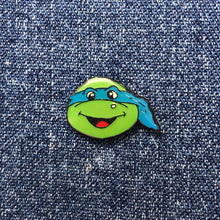 Load image into Gallery viewer, TMNT LEONARDO HEAD 80'S PIN