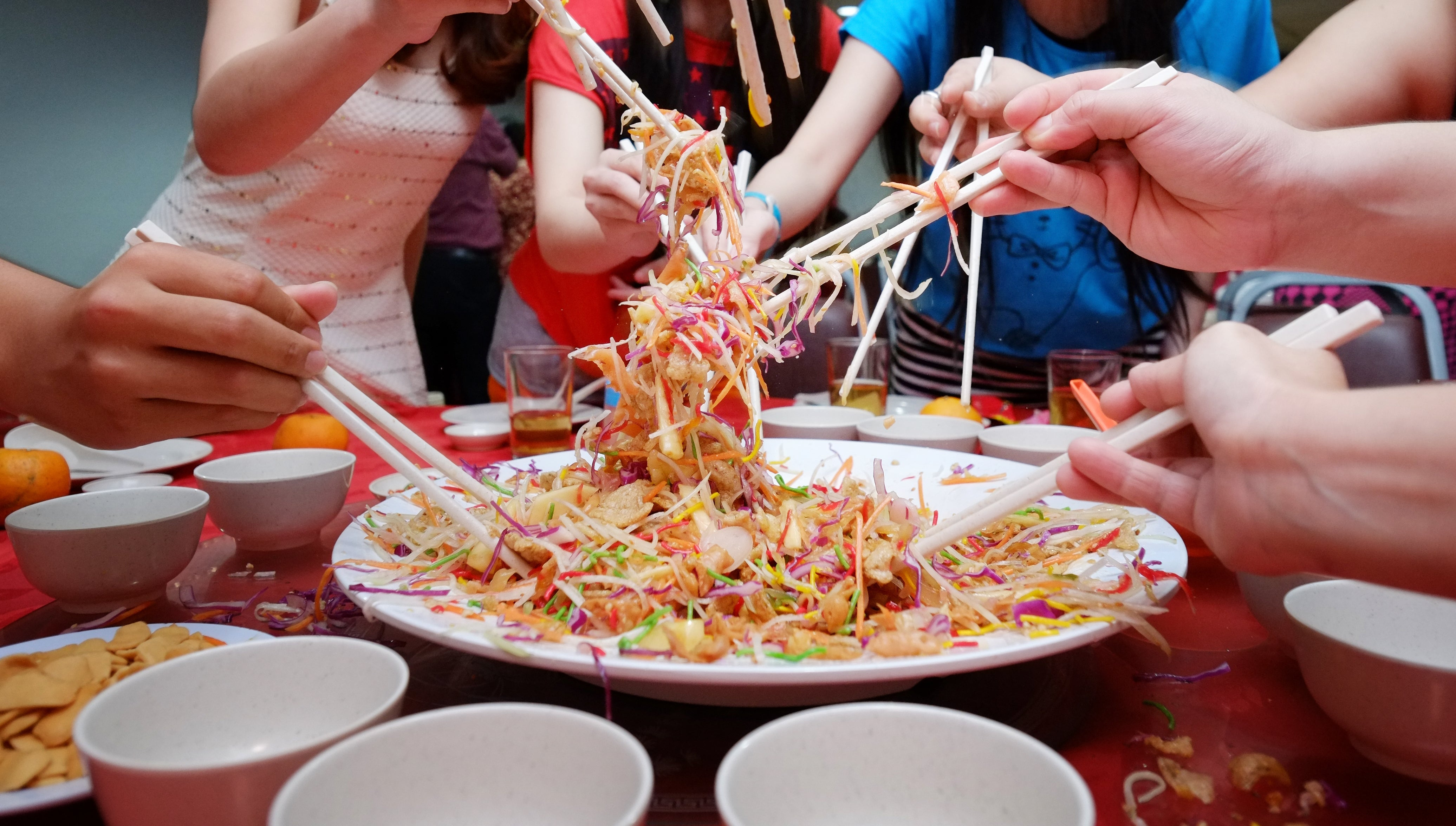 5 Halal Yu Sheng To Toss For Good Luck In Singapore | CNY Specials