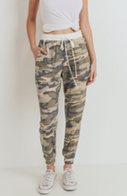 Load image into Gallery viewer, Camo Print Thermal Pocket Jogger Pants