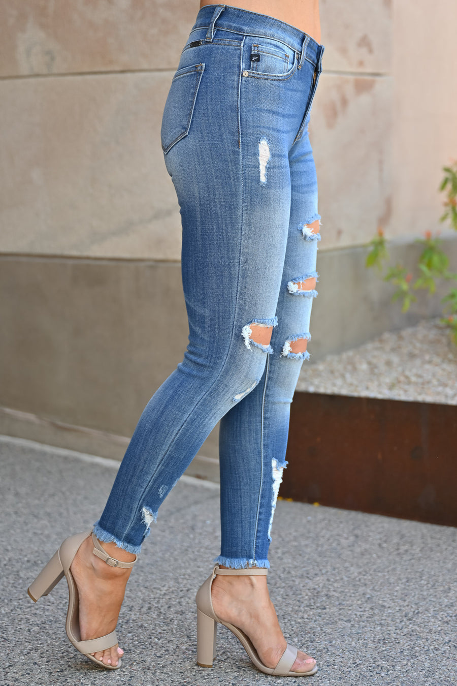 Kan Can Distressed Skinny Jeans - Arya Wash