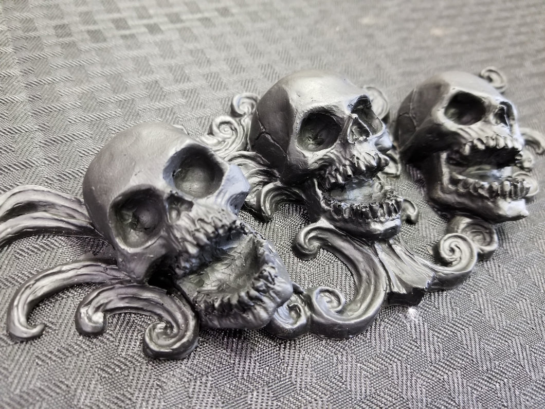 Triple Skull ornament (resin)