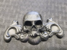 Load image into Gallery viewer, Skull  ornament mini (resin)