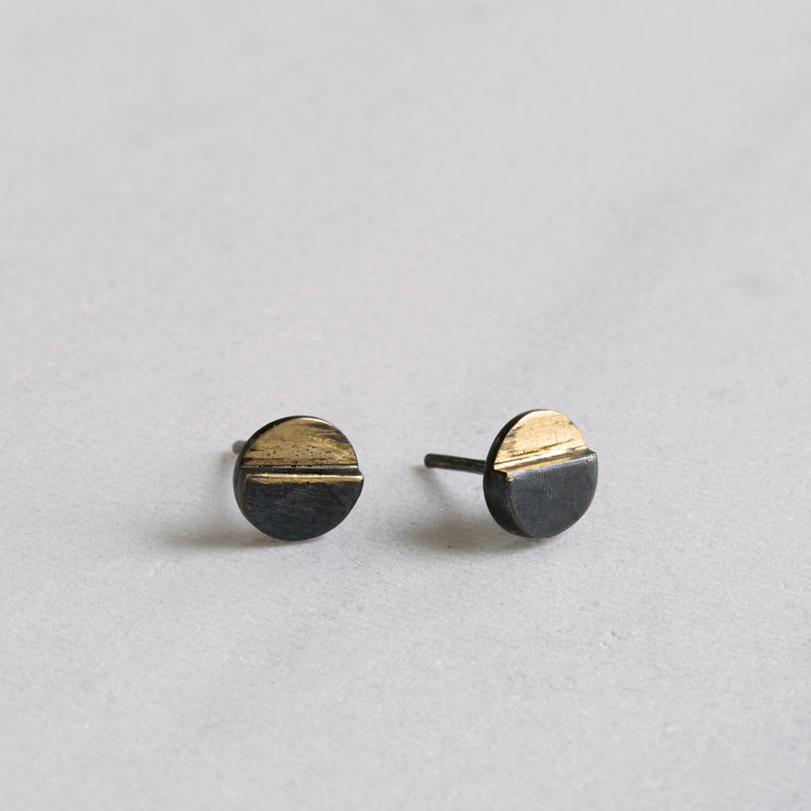 The juxtaposition of night and day make these simple duo earrings a perfect mix of two parts.