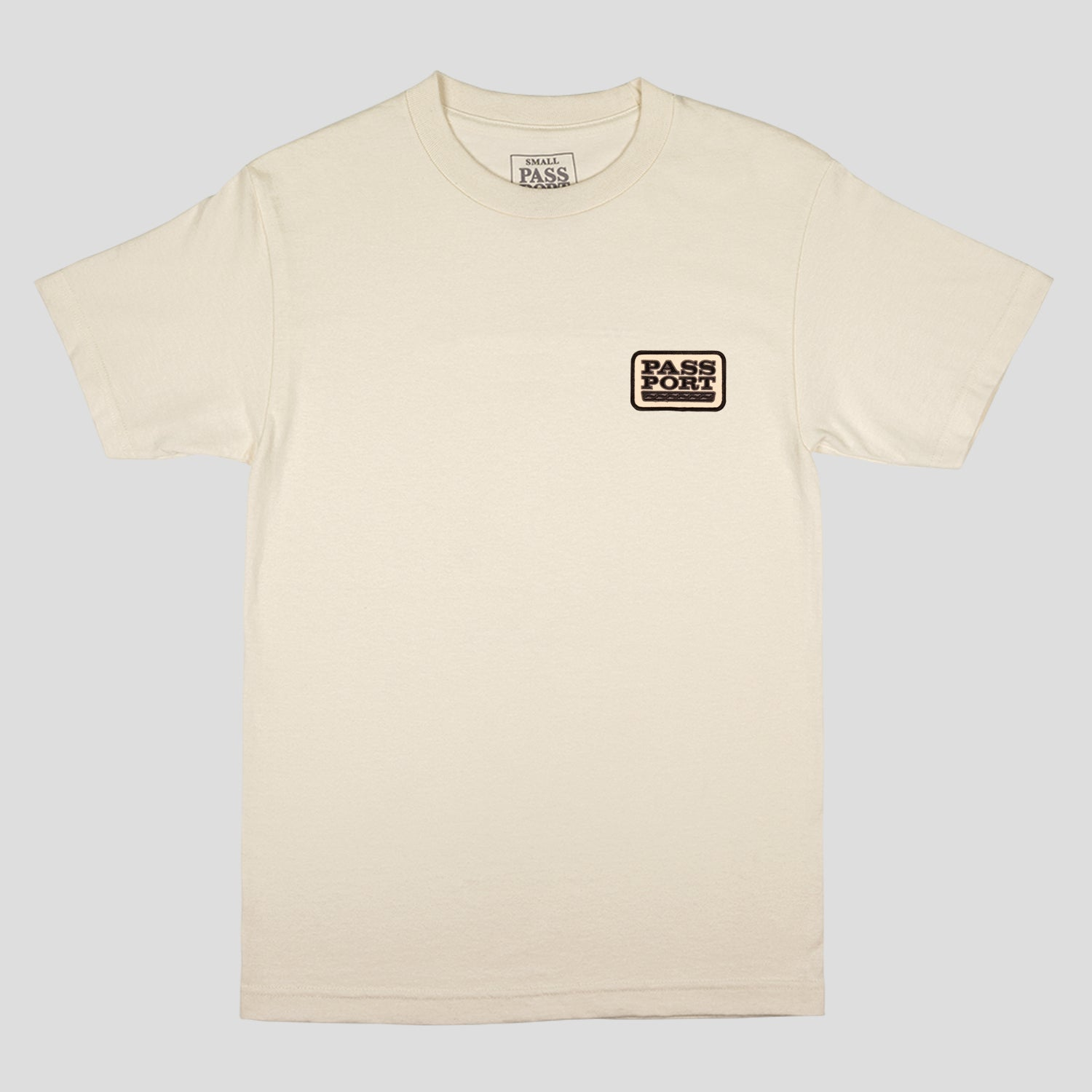"PASS~PORT ""AUTO"" PATCH TEE CREAM"