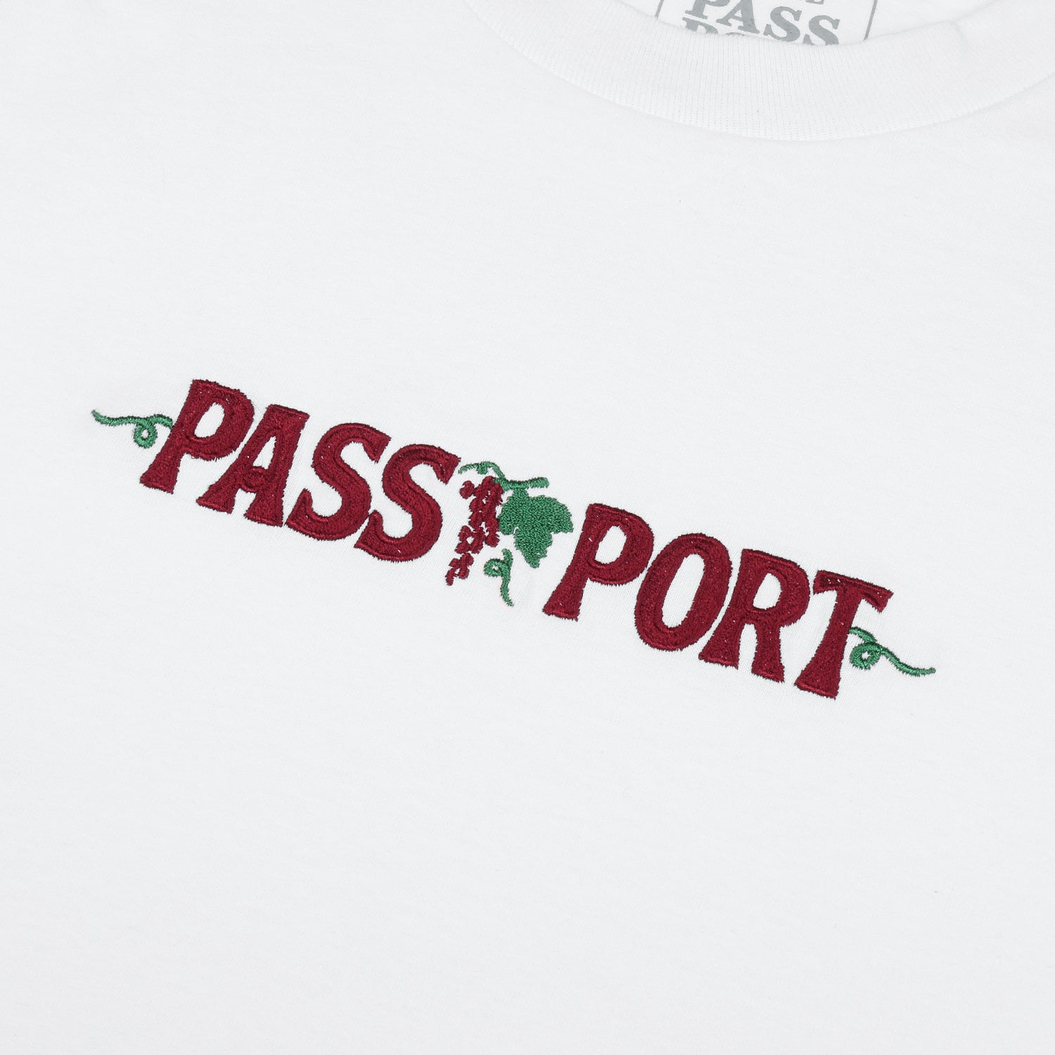 "PASS~PORT ""LIFE OF LEISURE"" TEE WHITE"