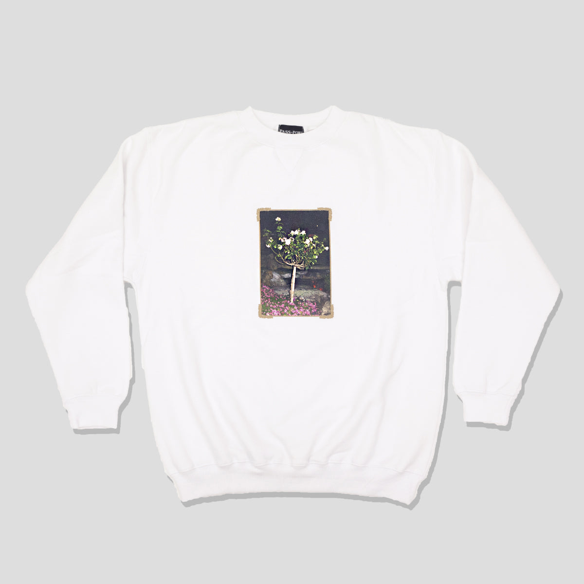 "PASS~PORT ""THE GARDEN OF LIVE FLOWERS"" SWEATER WHITE"