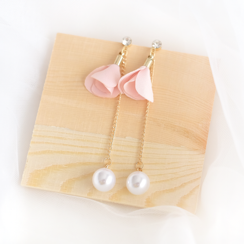 Flower Petal Pearl Earring (Peach) (Backorder)