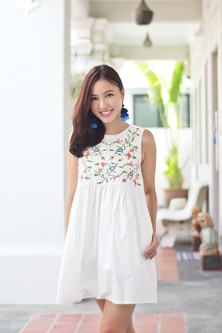 Hallsie Babydoll Dress (White) (Backorder-M)