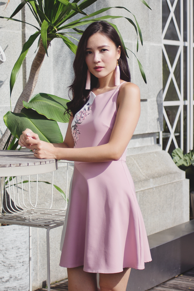 Beaulis Embroidery Dress (Sweet Pink)