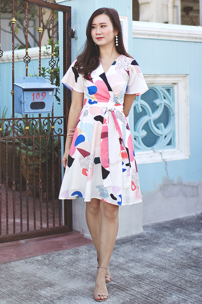 Natsie Abstract Dress (White)