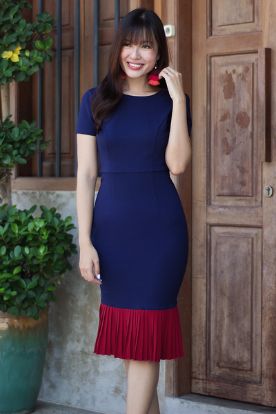 Rachelle Pleat Dress (Bold Contrast)