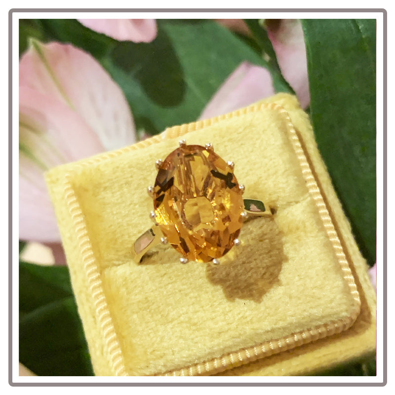 Vintage Oval Cut Citrine and Yellow Gold Ring