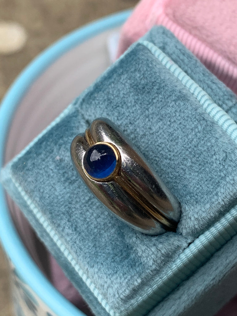 Vintage Van Cleef & Arpels Cabochon Blue Sapphire Cabochon Ring in 18K Yellow Gold