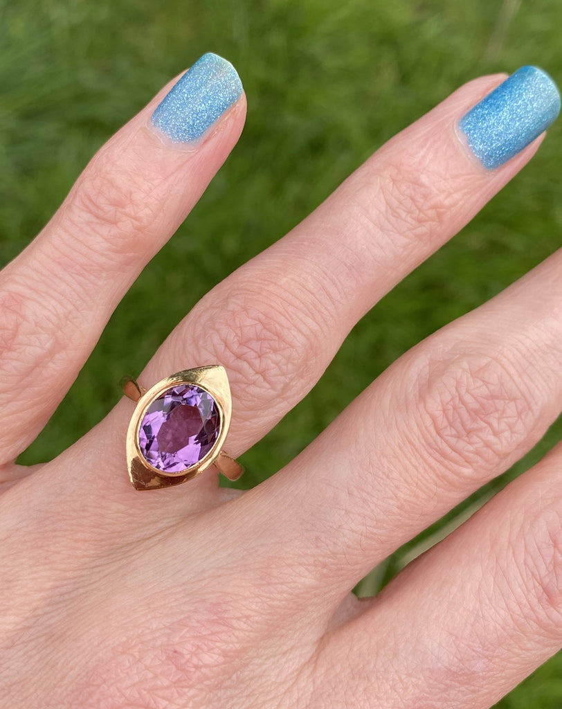 Vintage Oval Amethyst Cocktail Ring in Yellow Gold
