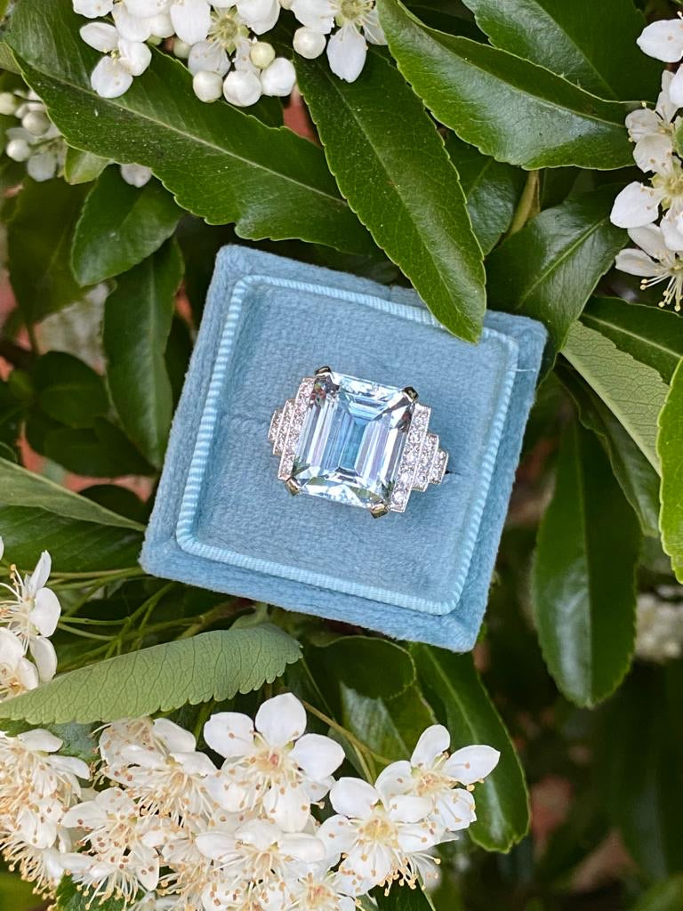 Beautiful 9ct Aquamarine and Diamond Ring