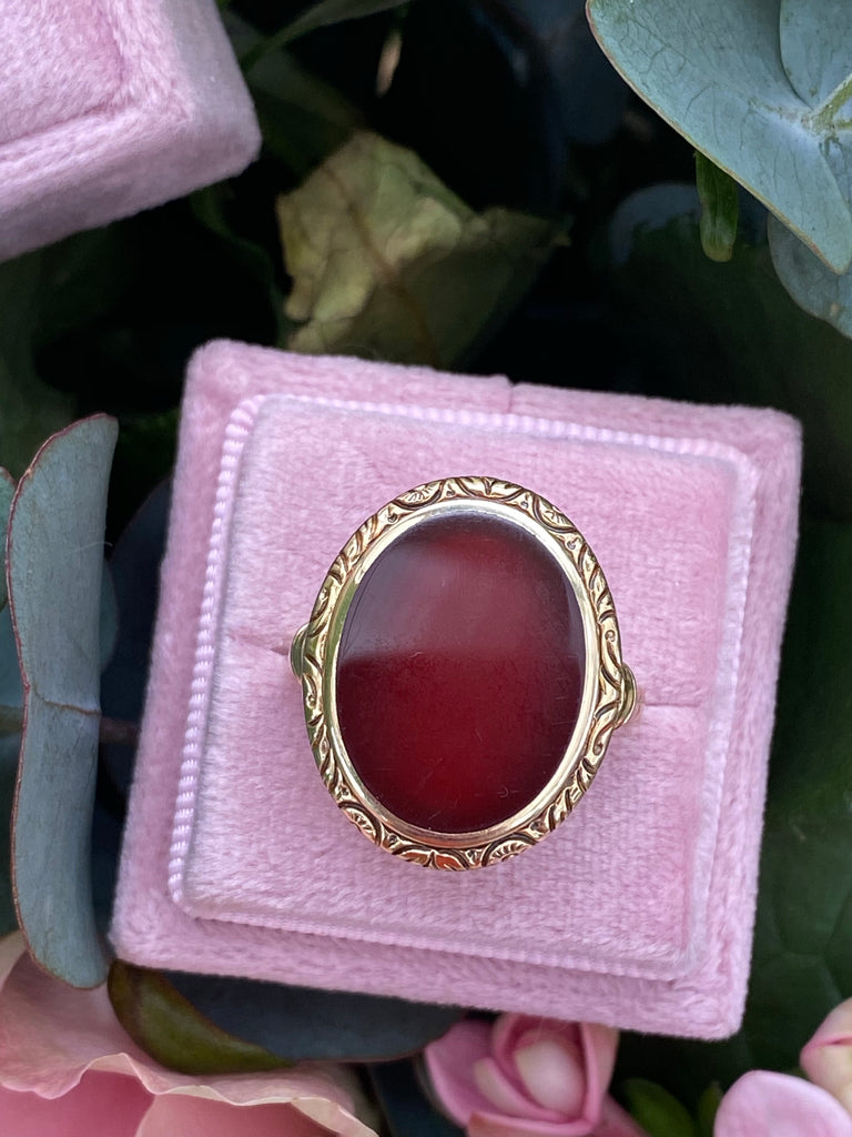 Antique Oval-Cut Carnelian Ring in 18ct Yellow Gold