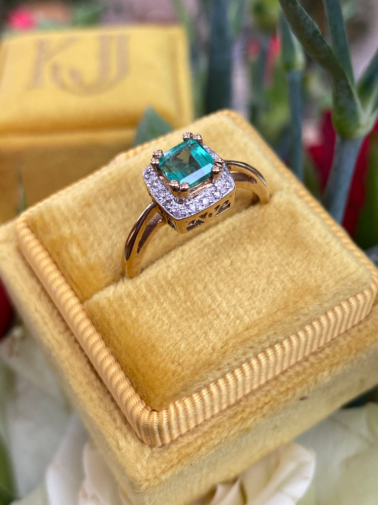 Vintage Emerald and Diamond Ring in 9K Yellow Gold