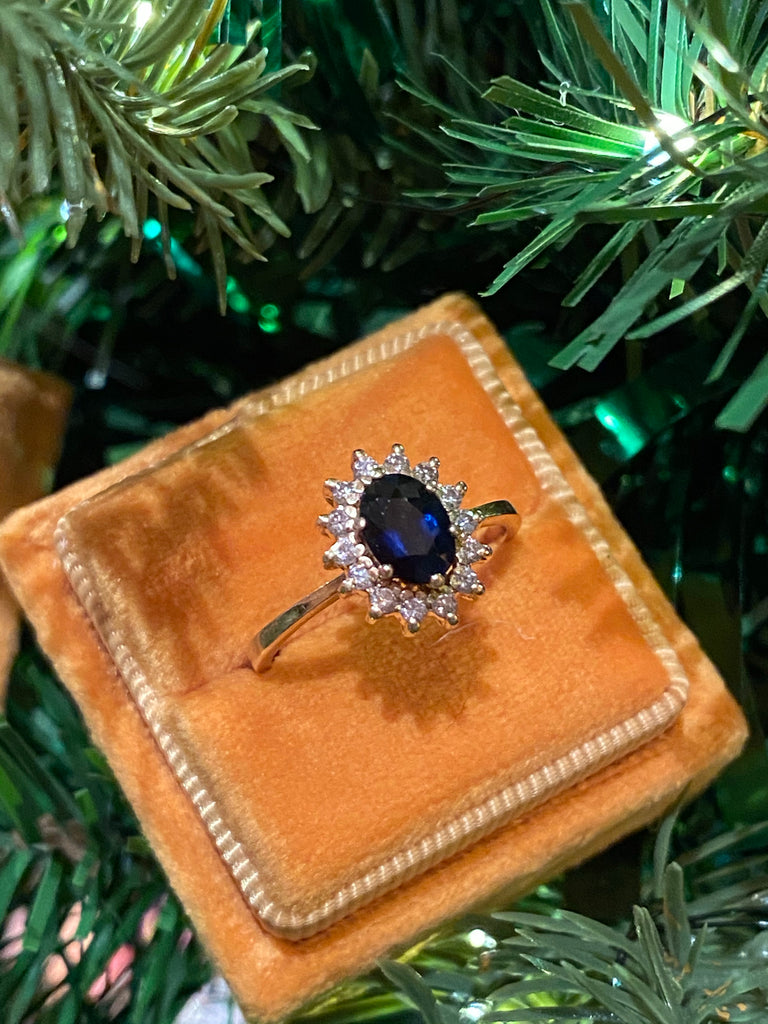 Beautiful Vintage Sapphire and Diamond Halo Ring in 18K Gold