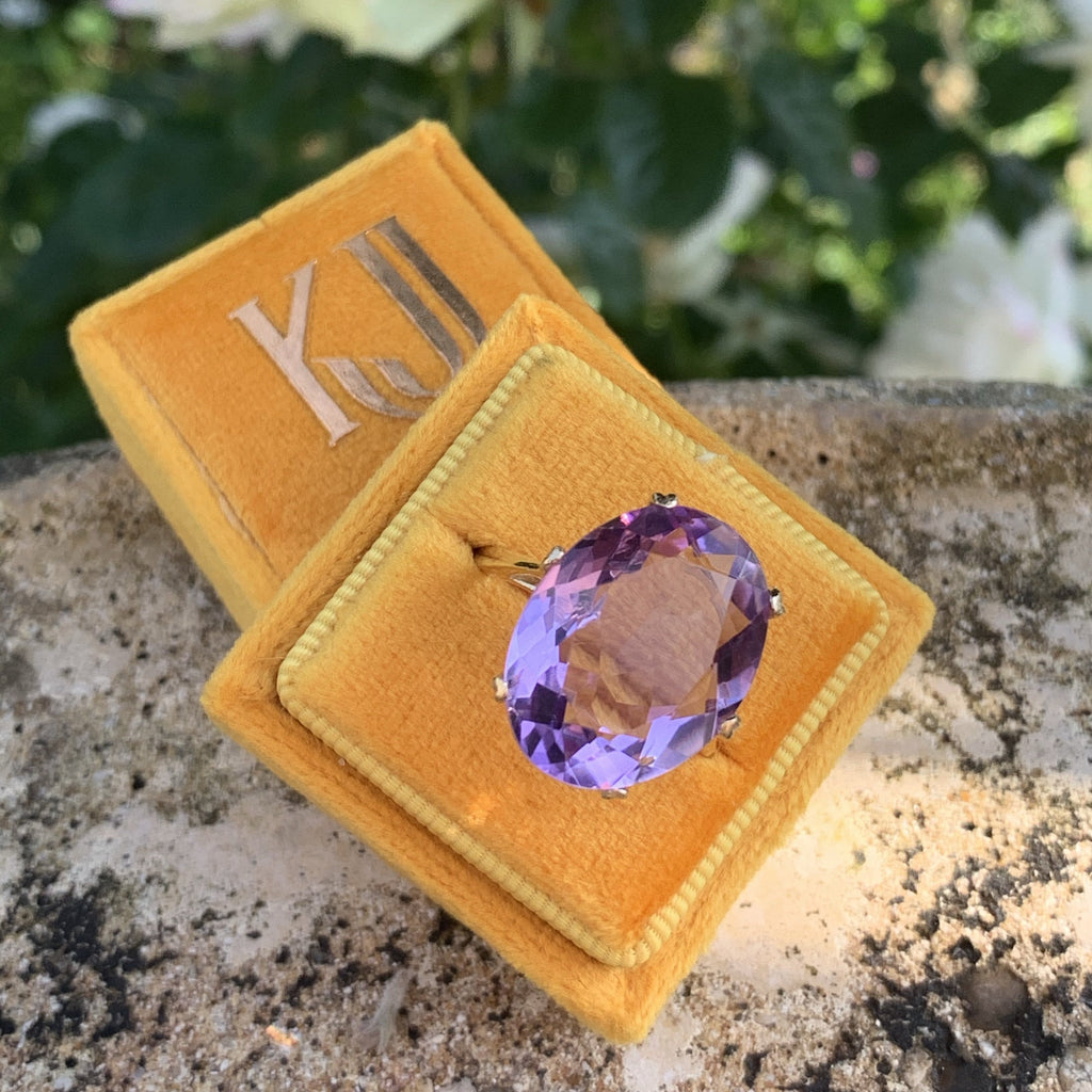 Vintage Oval Cut Amethyst Ring in Yellow Gold