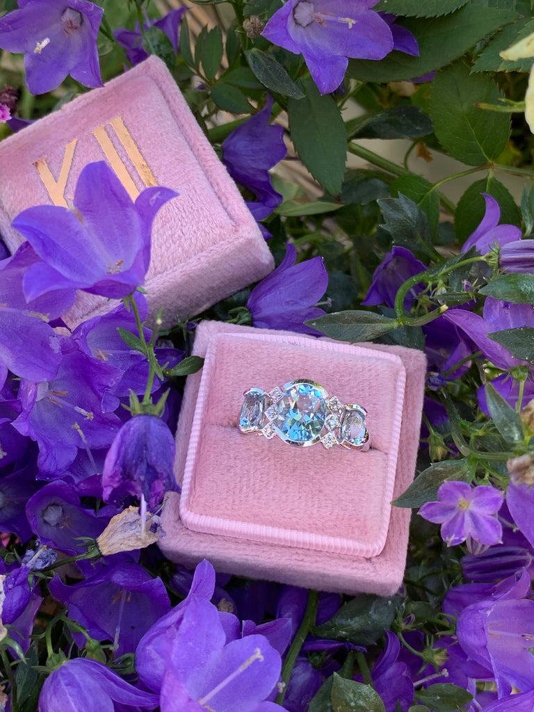 Stunning Aquamarine and Diamond Ring