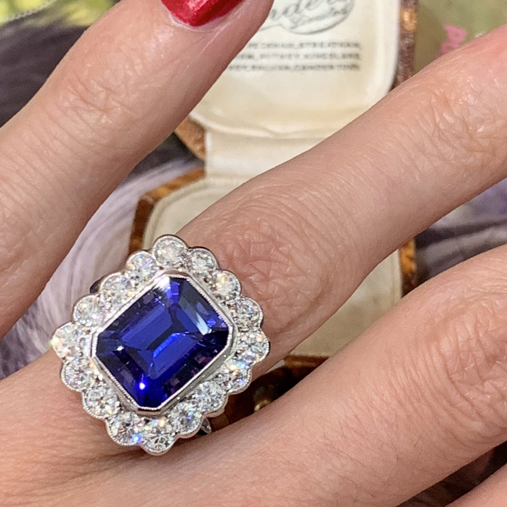 Spectacular tanzanite and diamond ring