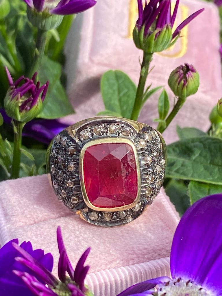 Vintage 5.67 Carat Ruby and Rose Cut Diamond Ring in Yellow Gold