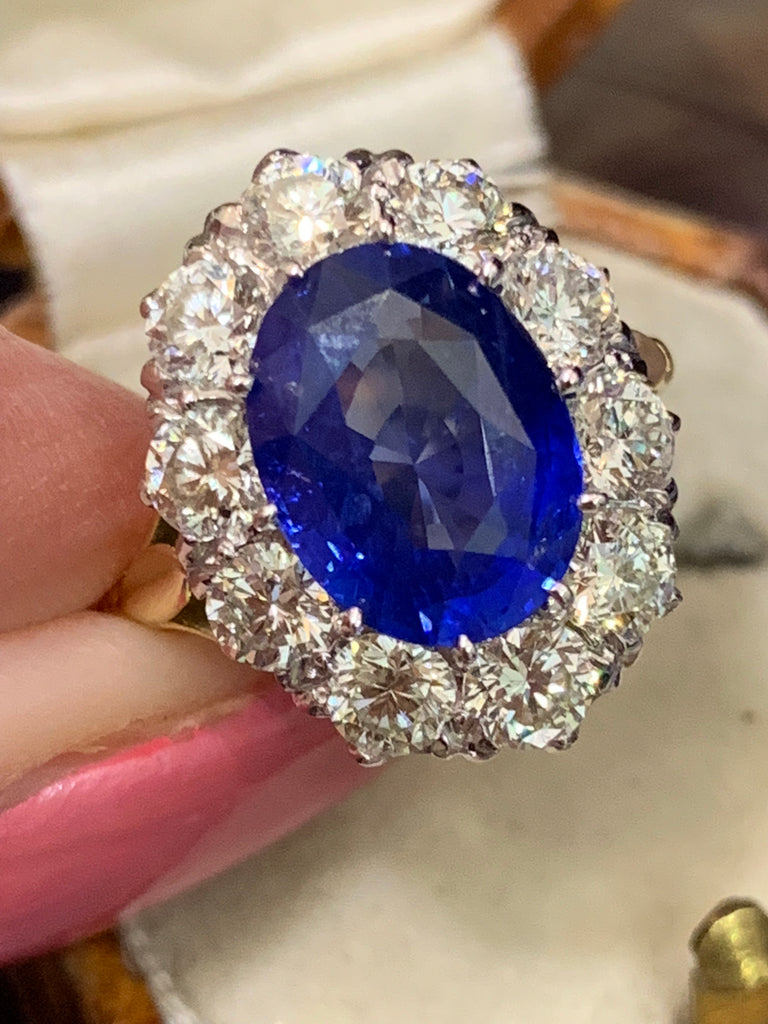 Exquisite Sapphire and Diamond Ring
