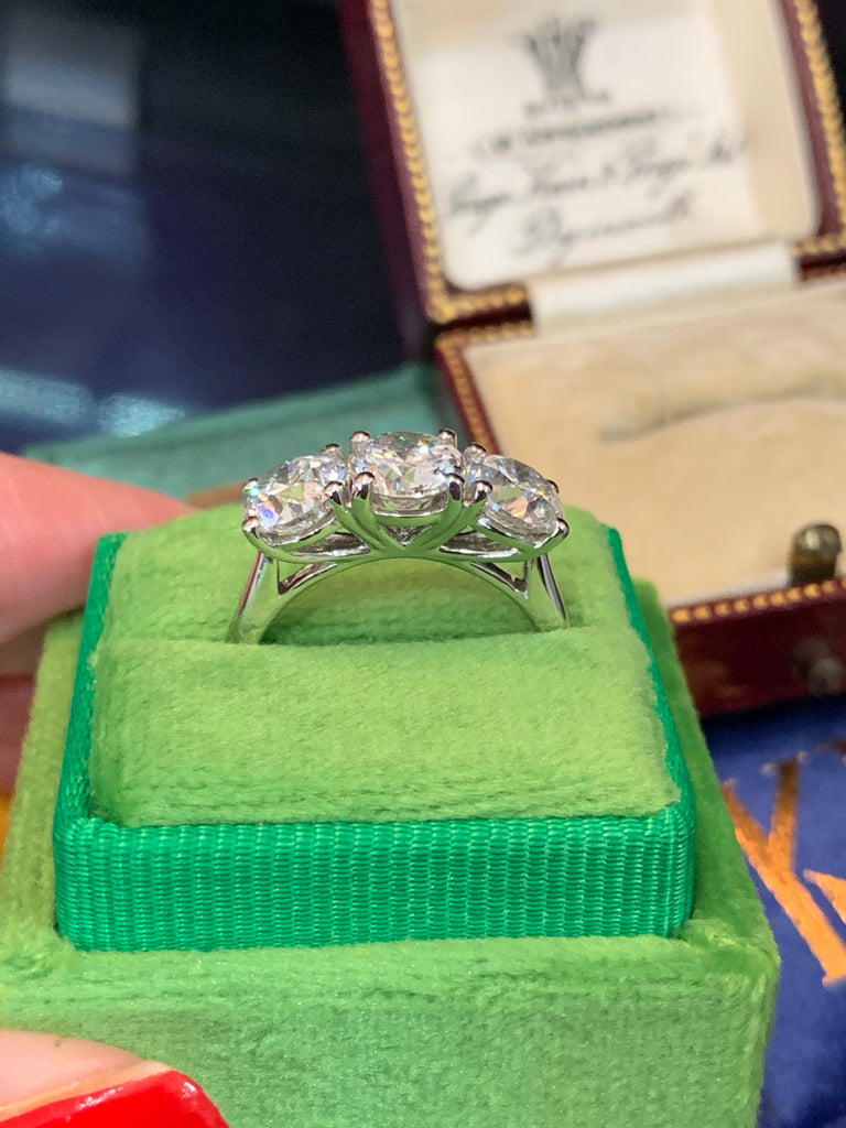 Stunning 3.04ct Diamond Trilogy Engagement Ring