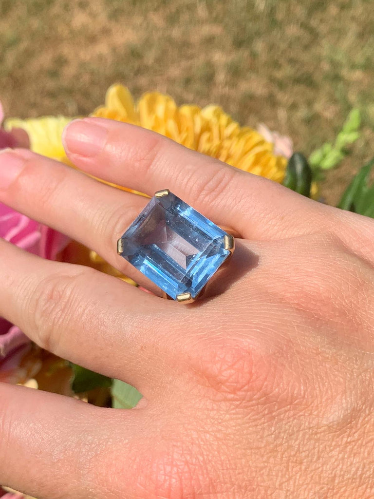 Vintage Blue Topaz Cocktail Ring in Yellow Gold